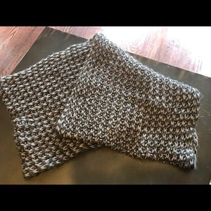Accessories - Grey and white Infiniti scarf